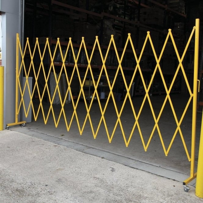 Large Expanding Barrier with castors